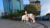 Hình ảnh tượng voi đá ở phố đi bộ Nguyễn Huệ, quận 1 lan truyền trên mạng là không có thật. Ảnh mạng xã hội