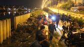 Huy động gần 200 người khắc phục sự cố vỡ bờ bao tại quận 8, TPHCM