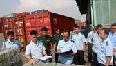 Bắt giữ 4 container phế liệu xuất khẩu luồng xanh, trốn thuế hơn 500 triệu đồng