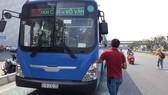Chiếc xe buýt tại hiện trường. Ảnh: C.T