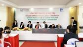 Quan cảnh buổi lễ ký kết đầu tư, hợp tác chiến lược kinh doanh ra mắt công ty sản xuất tủ bảng điện tử tại Việt Nam