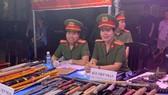 UBND phường Tam Bình phối hợp với Công an quận Thủ Đức, TPHCM tổ chức buổi tuyên truyền, vận động người dân giao nộp vũ khí, vật liệu nổ, công cụ hỗ trợ tại chợ đầu mối nông sản thực phẩm Thủ Đức, phường Tam Bình, quận Thủ Đức. Ảnh: CHÍ THẠCH