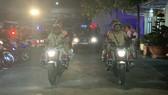 Công an quận Bình Tân ra quân trấn áp tội phạm bảo vệ an toàn tuyệt đối Đại hội Đảng các cấp và Đại hội đại biểu toàn quốc lần thứ XIII của Đảng vào tối ngày 16-7. Ảnh: CHÍ THẠCH