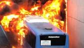 Chiếc xe buýt bốc cháy dữ dội
