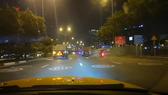Hình ghi lại cảnh xe ben lưu thông tốc độ cao, gây náo loạn trên đường Võ Văn Kiệt vào đêm ngày 21-6