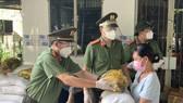 Đại tá Nguyễn Sỹ Quang phát biểu tại buổi lễ. Ảnh: CHÍ THẠCH