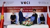 Đại diện Vietnam Airlines và LOT ký biên bản hợp tác