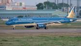 Hàng loạt chuyến bay bị hủy do bão Tembin