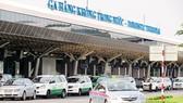 Taxi đón khách tại sân bay Tân Sơn Nhất
