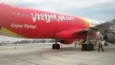 Máy bay của hãng hàng không Vietjet Air đã bị bục lốp tại sân bay Tân Sơn Nhất. Nguồn: VIETNAM PLUS