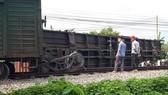Lật toa xe tàu hàng tại Nam Định