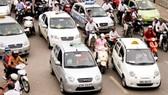 Taxi công nghệ được chọn lắp hộp đèn hoặc dán cố định chữ TAXI