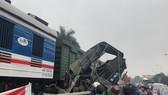 Hiện trường tai nạn xe tải bị tàu đâm khi cố tình vượt đường ngang
