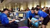 Hơn 1.000 lao động tiêu biểu được tặng vé máy bay về quê đón tết