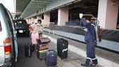 Khử trùng hành lý của khách tại sân bay Cần Thơ