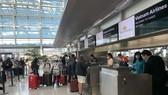 Hành khách làm thủ tục tại Sân bay Vân Đồn