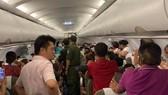 Lực lượng an ninh sân bay đã buộc 2 hành khách liên quan phải rời khỏi máy bay