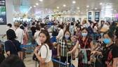 Tình trạng ùn ứ tại khu vực làm thủ tục hàng không đang tăng lên tại sân bay Nội Bài