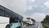Xe chở công nhân gặp tai nạn trên đường