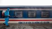 Ngành đường sắt phun khử trùng tàu hỏa phòng dịch Covid-19