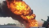 Cháy xe chở dầu trên cao tốc Hà Nội- Hải Phòng