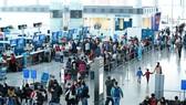 Sân bay Nội Bài đông khách trong thời gian các hãng khai thác lịch bay mùa hè