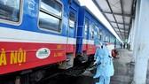 Đường sắt đang siết chặt các biện pháp phòng dịch Covid-19. Ảnh: ĐCSVN