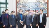 Đồng chí Võ Văn Thưởng cùng các đại biểu tham dự chương trình Tôi yêu Tổ quốc tôi nhân kỷ niệm 65 năm Ngày thành lập Hội LHTN Việt Nam. Ảnh: VIẾT CHUNG