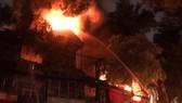 Đã dập tắt đám cháy lớn cạnh Bệnh viện Nhi Trung ương