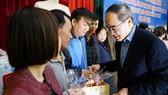 Đồng chí Nguyễn Thiện Nhân thăm và tặng quà tại tỉnh Bắc Kạn nhân dịp Xuân Canh Tý