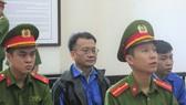 Bị cáo Vinh (ngồi giữa) trong phiên phúc thẩm sáng nay
