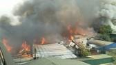 Cháy 10 xưởng gỗ tại huyện Thạch Thất, Hà Nội