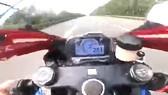 Truy tìm tài xế xe máy chạy gần 300km/h trên đại lộ Thăng Long