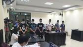 Tuyên án 6 thanh niên giả lực lượng chống dịch để cưỡng đoạt tiền người đi đường