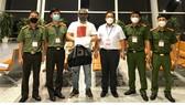 Đối tượng được bàn giao cho Cảnh sát Quốc gia Hàn Quốc