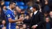 Conte và Costa và cái bắt tay nồng ấm trong quá khứ