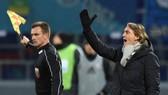 Roberto Mancini bị xem là hình nộm đeo khăn choàng