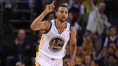 Curry không thể ngăn Warriors thua trận thứ 3