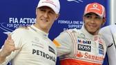 Lewis Hamilton (phải) và Michael Schumacher