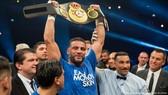 Manuel Charr thắng đai vô địch WBA