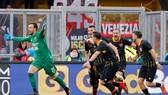 Alberto Brignoli ăn mừng bàn thắng lịch sử