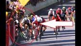 """Hình ảnh vụ Sagan """"ép xe"""" Cavendish"""