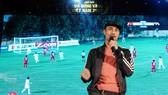 Ca sĩ Anh Khoa tập dượt cho Gala trao giải. Ảnh DŨNG PHƯƠNG