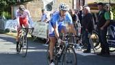 Cua-rơ gian lận Cyril Fontayne trên đường đua