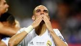 Hình ảnh Pepe ứa nước mắt sẽ tồn tại mãi trong lòng các madridista