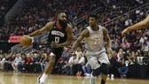 James Harden (trái) ghi 46 điểm, giúp Rockets đánh bại Timberwolves