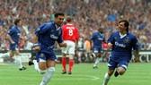 Di Matteo thời còn tung hoành với Zola trên thảm cỏ xanh ở Stamford Bridge