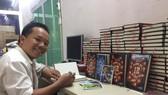 """Tác giả Dũng Phan và cuốn sách """"Bóng đá - 12 vì tinh tú"""""""