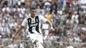 Ronaldo ghi bàn đầu tiên cho Juve sau khi chọc thủng lưới... Juve