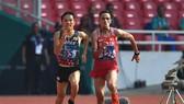 Inoue và Elabbassi so kè ở những mét cuối cùng